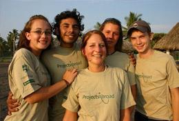 Werk samen met internationale jongeren van jouw leeftijd en zet je in voor de bescherming van zeeschildpadden.