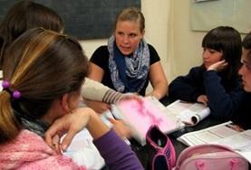 Als vrijwilliger geef je in Argentinië voorlichting over mensenrechten, bijvoorbeeld aan schoolkinderen.