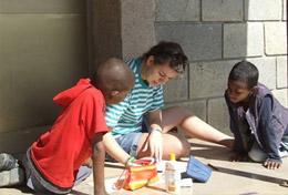 Tijdens deze groepsreis voor jongeren organiseer je educatieve spellen voor kinderen in Addis Abeba.