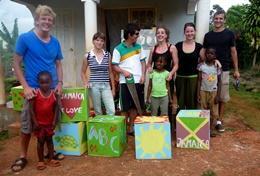 Organiseer een zomerkamp voor kinderen tijdens deze groepsreis voor jongeren naar Jamaica.