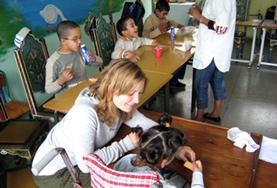 Assisteer als vrijwilliger bij de zorg voor kinderen met een beperking tijdens het fysiotherapie project in Marokko.