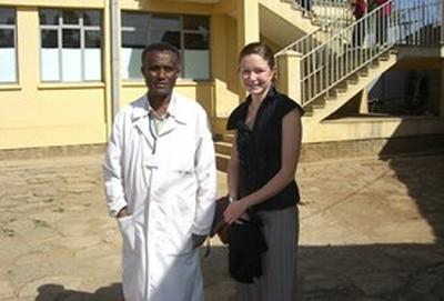 Tijdens geneeskunde vrijwilligerswerk in Ethiopië kijk je mee met professionele artsen.