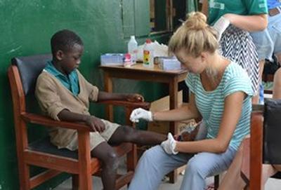 In Ghana doe je tijdens geneeskunde vrijwilligerswerk medische ervaring op in ziekenhuizen en lokale gemeenschappen.