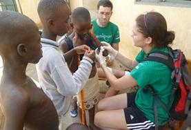 Help als geneeskunde vrijwilliger mee bij medical outreaches naar lokale gemeenschappen in Togo.