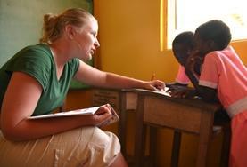 Help kinderen met spraakproblemen in Ghana tijdens het logopedie project.