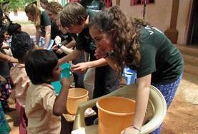 Tandheelkunde vrijwilligerswerk geeft je een bijzondere inkijk in gezondheidszorg in ontwikkelingslanden.