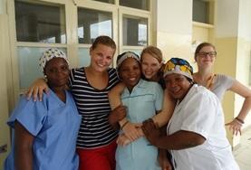 Leer van ervaren verloskundigen tijdens verloskunde vrijwilligerswerk in het buitenland.
