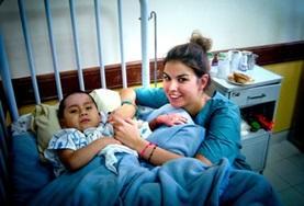 Als je verpleegkunde vrijwilligerswerk doet in Bolivia, ondersteun je de lokale verpleegkundigen bij de zorg voor patiënten.
