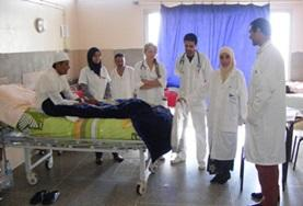 Loop als vrijwilliger mee met ervaren lokale artsen en stel hen vragen over de verpleegkunde in Marokko.