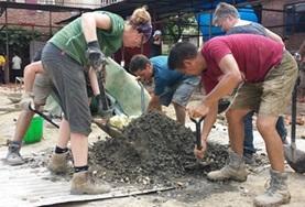 Zet je in als vrijwilliger tijdens de kerstvakantie en help bij het bouwen van scholen in Nepal.
