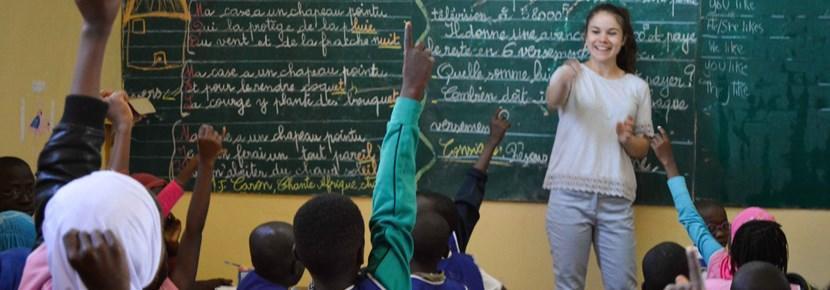 Doe vrijwilligerswerk op het gebied van lesgeven in het buitenland en help kinderen onder andere bij het verbeteren van hun Engels of Frans.