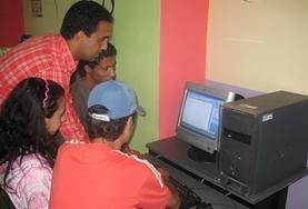 Deel je kennis van computers met schoolkinderen en studenten in Marokko.