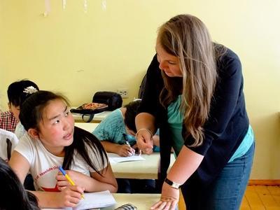 Lesgeven aan kinderen in Mongolië