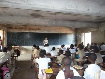 Lesgeven aan kinderen in Togo