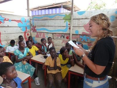 Vrijwilligerswerk lesgeef project met kinderen