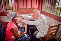 Zet je in als ervaren arts op het geneeskunde vrijwilligerswerk project in Ghana en help lokale patienten.