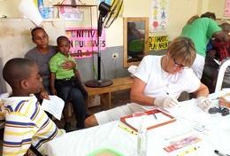 Als ervaren tandarts help je als vrijwilliger de lokale medewerkers bij het uitvoeren van controles en het geven van voorlichting.