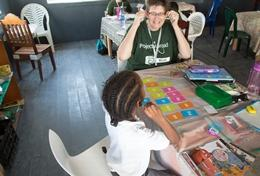 Als ervaren leraar kun jij kinderen in Belize helpen bij reken- en taalvaardigheden.