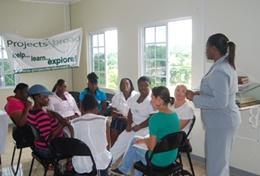 Ondersteun volwassenen in Jamaica bij het verbeteren van hun lezen en schrijven tijdens dit vrijwilligerswerk project voor ervaren leraren.