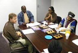 Advocaten delen hun kennis met lokale collega's tijdens vrijwilligerswerk in het buitenland.