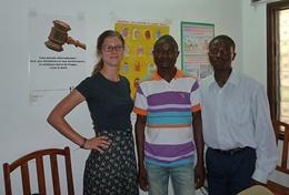 Een professionele psycholoog werkt samen met lokale psychologen in Togo tijdens dit vrijwilligerswerk project.