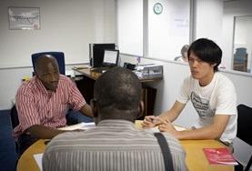Doe ervaring op als vrijwilliger op het mensenrechten project door samen te werken met lokale advocaten.