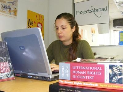 Vrijwilligerswerk bij een mensenrechten project