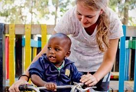 Werk met kinderen in een dagopvangcentrum in Kenia en help als vrijwilliger bij het organiseren van educatieve activiteiten.