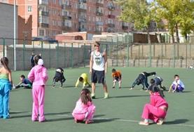Geef gymles op scholen in Mongolië en maak de kinderen enthousiast over sport en lichaamsbeweging.