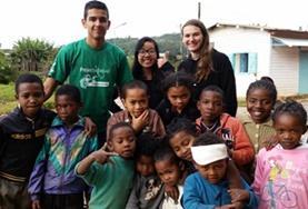 Leer de lokale taal Malagasi en ontdek hoe taal en cultuur verbonden zijn op Madagaskar.