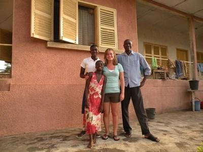 Vrijwilliger en haar Ghanese gastgezin