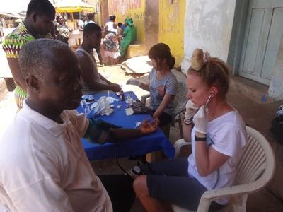 Leer meer over de gezondheidszorg in Ghana tijdens het Public Health project.