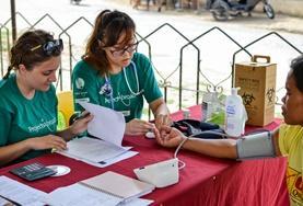 Tijdens de groepsreis voor twintigers doe je ervaring op tijdens medical outreaches in lokale gemeenschappen.